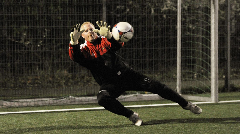 Das Team Trainiert Den Torwart Dfb Deutscher Fussball