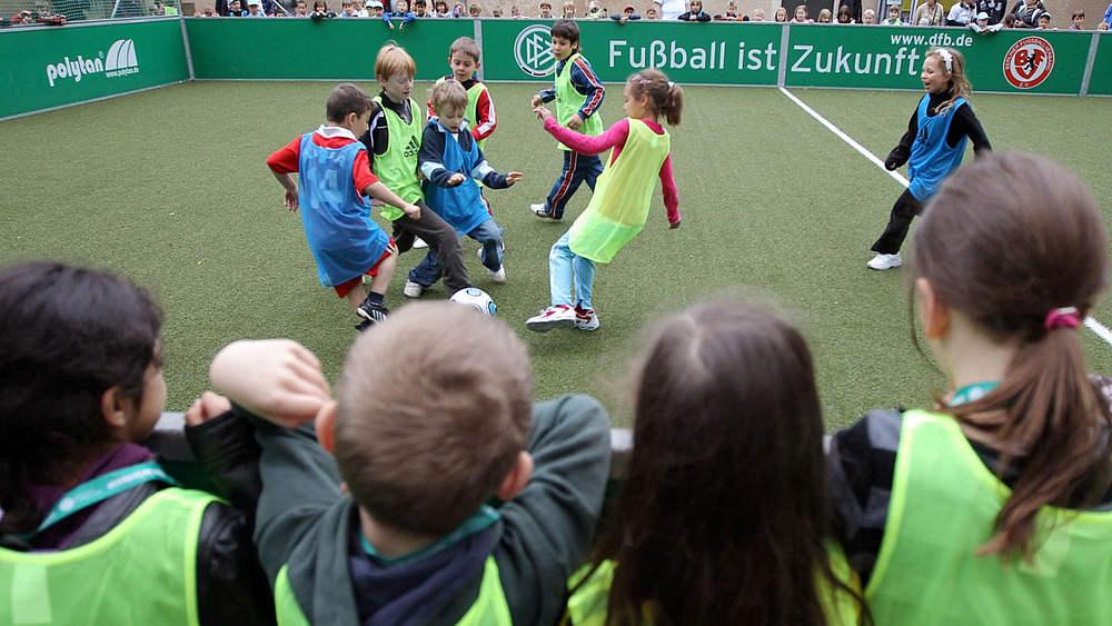 Minispielfelder Sportstatten Gesellschaftliche