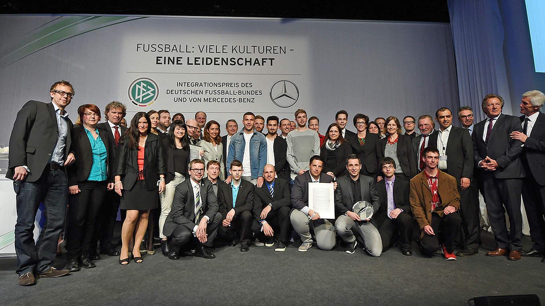 dfb mercedes benz integrationspreis die vorjahressieger gesmarkus gilliar - Mercedes Benz Bewerbung