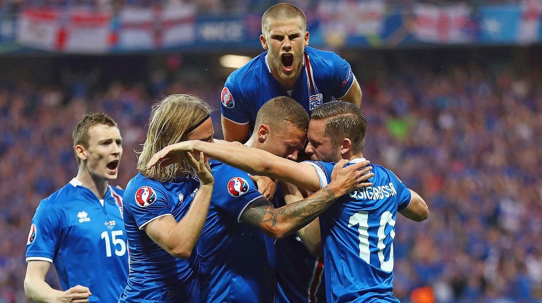 Sensationsieg gegen England: Island im Viertelfinale gegen ...