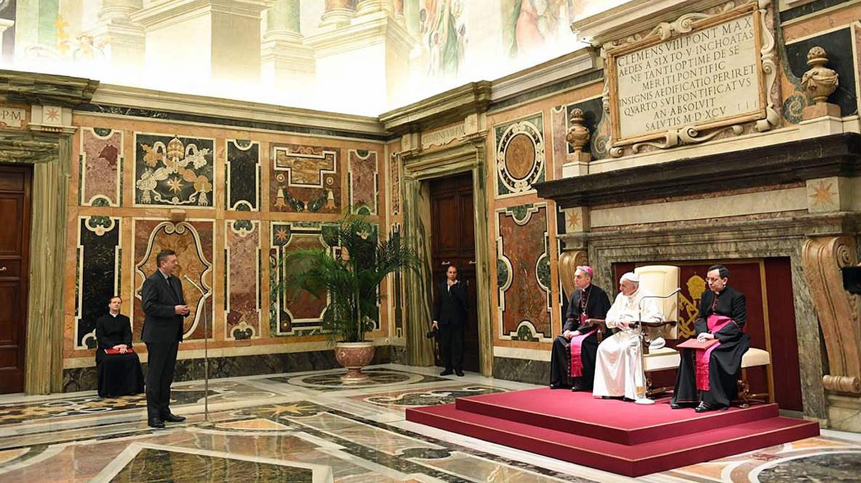 DFB-Delegation von Papst Franziskus im Vatikan empfangen :: DFB ...