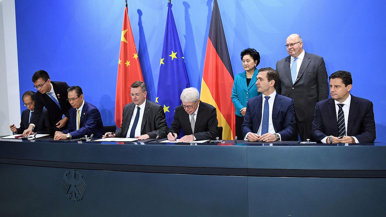 deutschland und china signieren weitreichendes. Black Bedroom Furniture Sets. Home Design Ideas