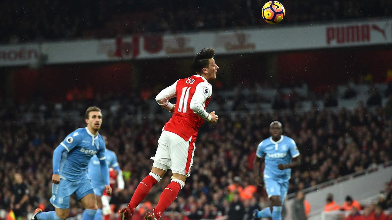 Özil Köpft Arsenal An Die Spitze, Kroos Legt Reals Last