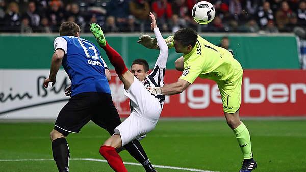 video frankfurt steht nach 1 0 gegen bielefeld im halbfinale dfb deutscher fu ball bund e v. Black Bedroom Furniture Sets. Home Design Ideas