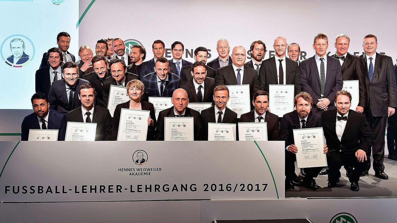 Lizenzen Fur 25 Neue Fussball Lehrer Dfb Deutscher