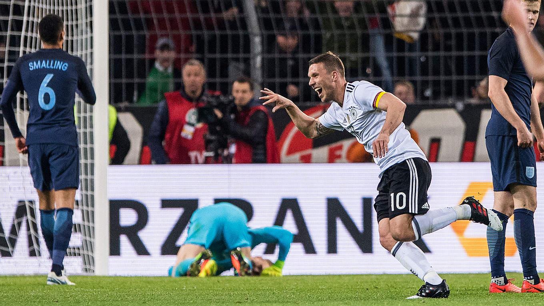 Nationalmannschaftstor Des Jahres Podolski Macht Das Rennen Dfb