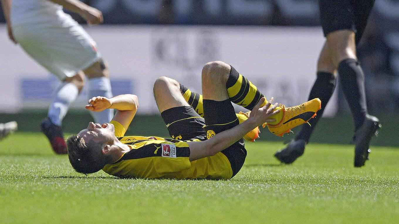 Julian Weigl suffers broken ankle DFB Deutscher Fußball Bund e V