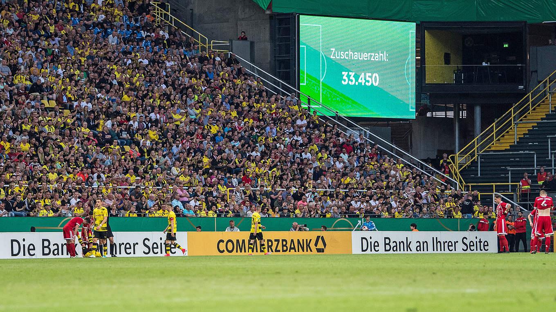 33 450 Zuschauer Neuer Zuschauerrekord Bei A Junioren