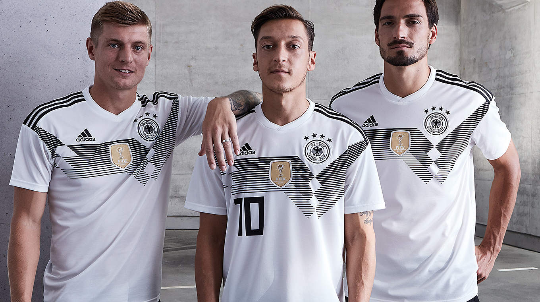 Das neue Trikot: Mit dem Geist von 1990 :: DFB Deutscher