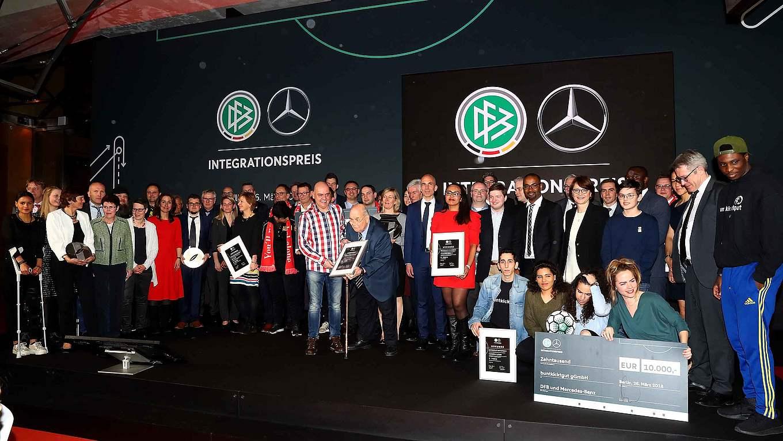 DFB und Mercedes-Benz verleihen Integrationspreis in Berlin :: DFB -  Deutscher Fußball-Bund e.V.