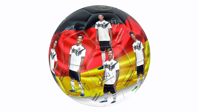 Neues Modell Zur Wm  Das Sammelobjekt Football Von Xtrem Xtrem Dfb