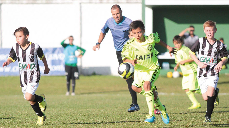 Kinderfussball In Brasilien Trotz Wm Aus Lebt Die Hoffnung