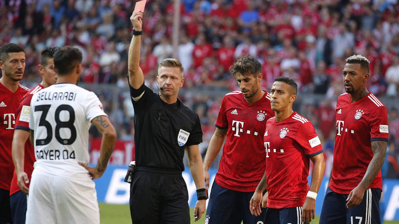 Muss wegen rohen Spiels viermal aussetzen: Leverkusens Karim Bellarabi (Nr.  38) ©