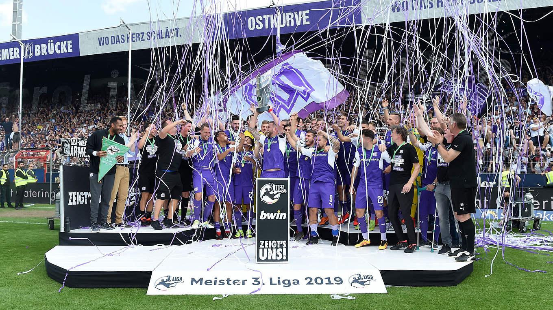 Vfl Osnabruck Meisterfeier Mit Mehr Als 15 000 Fans Dfb