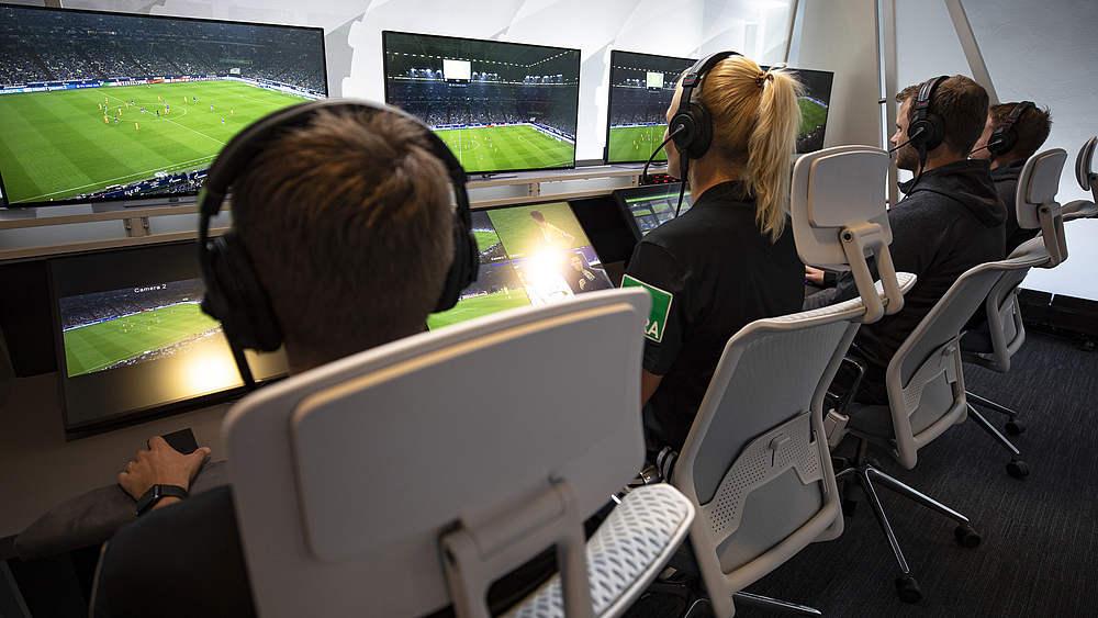 Video Assistent Schiedsrichter Sportl Strukturen