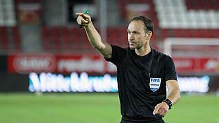 Dankert pfeift Hertha BSC gegen Frankfurt