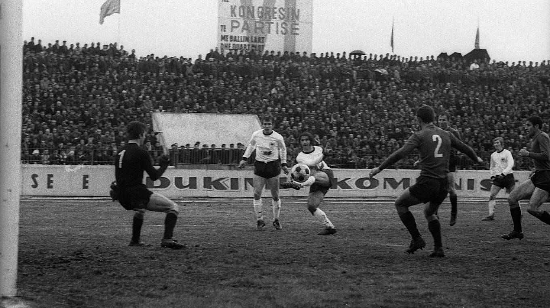 Mullers Wichtigste Landerspieltore Nicht Lang Gefackelt In Tirana Dfb Deutscher Fussball Bund E V