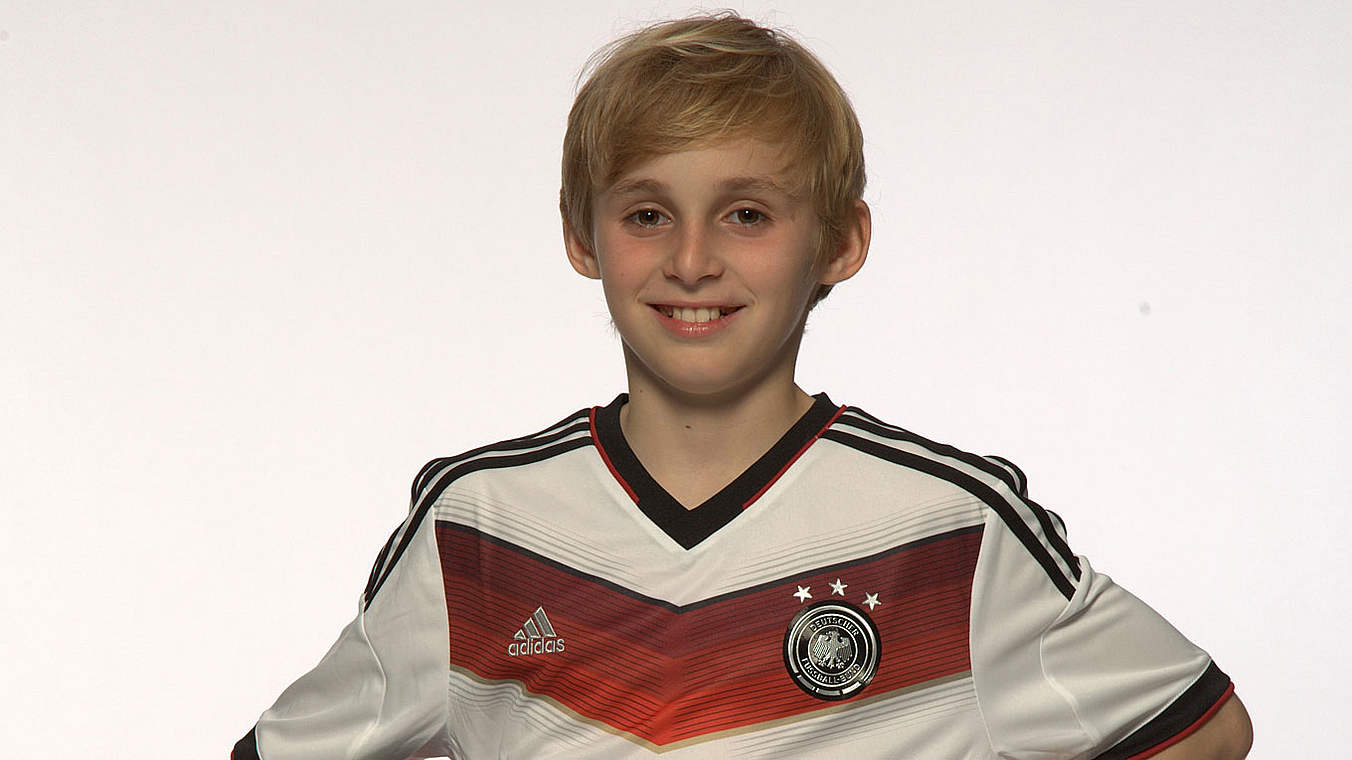 mit lahm sieht man mich besser lucas darf dfb team. Black Bedroom Furniture Sets. Home Design Ideas